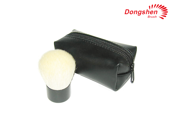 Kabuki Brush with cosmetic bag