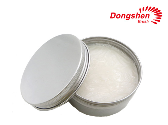 Shaving soap with tin
